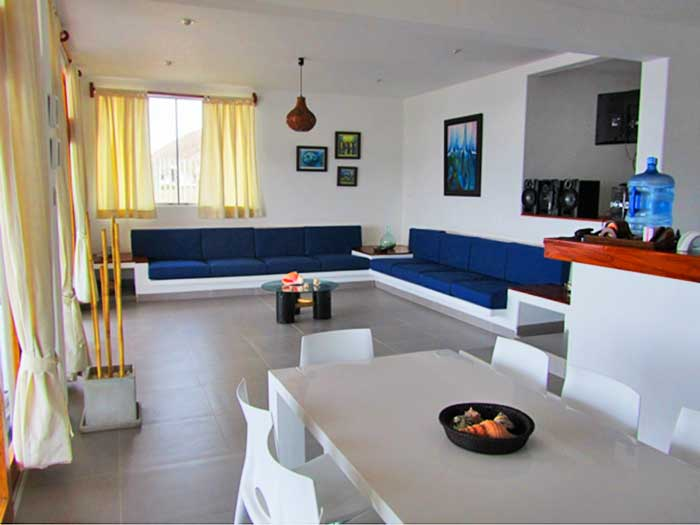 Casa rapallo casa de playa en punta sal for Pisos para cocina comedor living