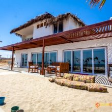 Casa Pura Vida ubicada en playa virgen entre Máncora y Punta Sal