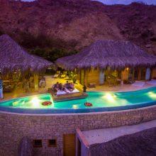 Villa Adhistana, una villa estilo balinés, con piscina infinita y vistas insuperables