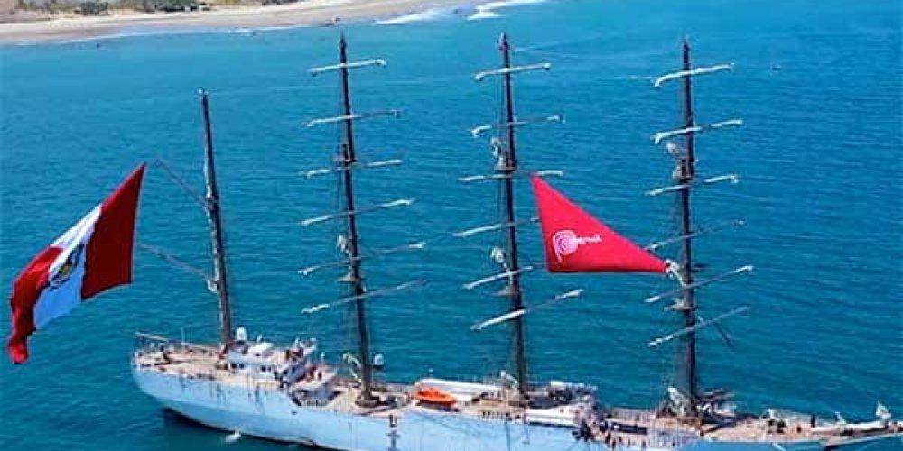 Buque BAP Unión visita Máncora y las playas del norte