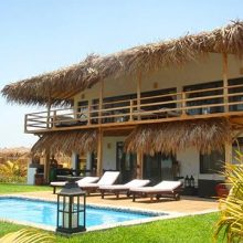Lunaballena, a cozy beach house rental at Vichayito