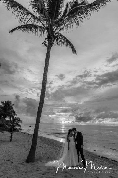 Recién casados en playa Pocitas, Máncora