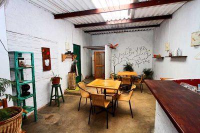 Tienda y Accesorios de ropa Maracuyá en Bananas Café