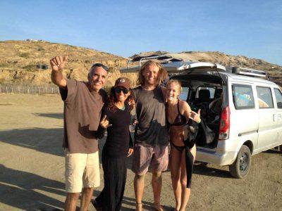 Ricardo con un grupo de turistas en Lobitos