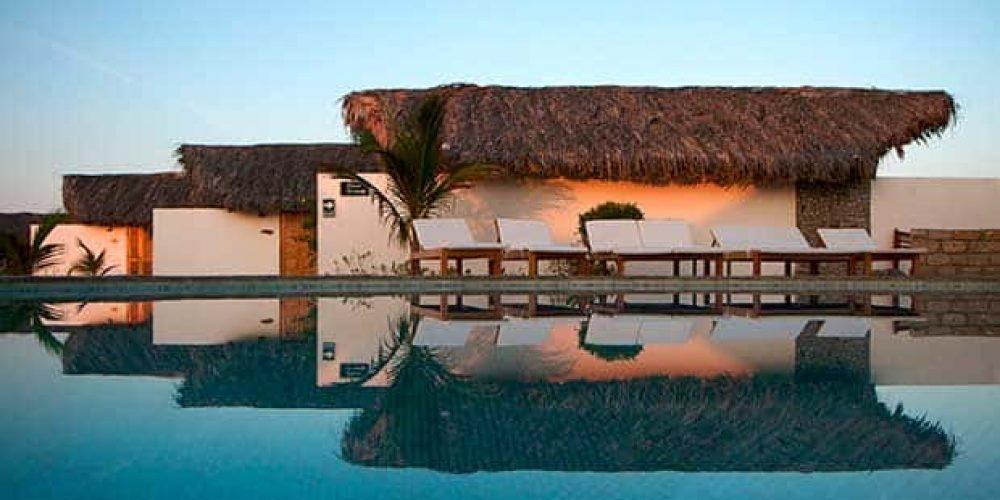 Propiedad en Venta: Bella propiedad a orillas del mar en Máncora, con 13 suites villas.